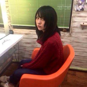 石川恋が黒髪にした直後の表情