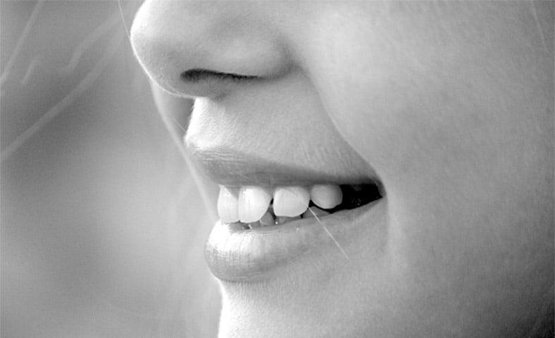 濃いヒゲの処理で悩む女性にはコレ!口周りの産毛を薄くするお手入れ方法
